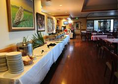 【コーラル・クリーク・ゴルフ・コース】シグニチャーの10番コースを望むプエオズレストラン