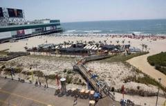 【ボードウォーク】ボードウォークからビーチへのアクセス