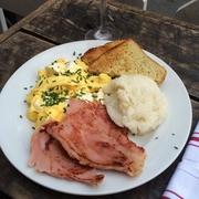 【グッド・イナフ・トゥ・イート】自家製スモークハムの朝ご飯