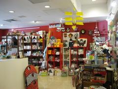 【レッド・パイナップル】オシャレな店内は豊富な商品が取り揃えてある