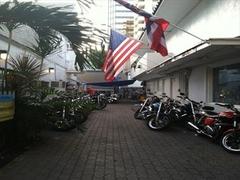 【チェイス・ハワイ・レンタルズ】店脇にずらりと並んだバイクから好きなスタイルを選んで出発!