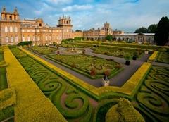 【ブレナム・パレス】宮殿前に造られた庭園は四季を通して美しい