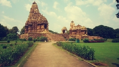 【カジュラーホの建造物群】シヴァ神を祀る「カンダーリヤ・マハーエーヴァ寺院」