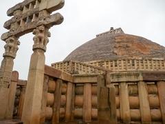 【サーンチーの仏教建造物群】石造のストゥーパ1