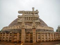 【サーンチーの仏教建造物群】石造のストゥーパ2