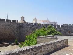 【国境防備の町エルヴァスとその要塞群】丘の上に建つエルヴァス城