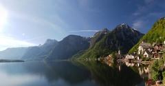 【ハルシュタット-ダッハシュタイン・ザルツカンマーグートの文化的景観】湖に映る美しい街並みは絵画のよう