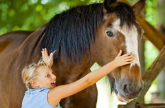 【トロピカル・フルーツ・ワールド】馬とふれあう