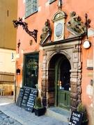【カフェ・コッペン】中世の香り漂う外装、中は石造りの建物