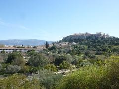 【古代アゴラ】アクロポリスとアタロスの柱廊の風景