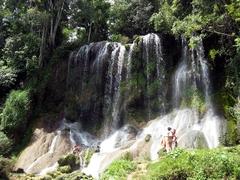 【グランマ号上陸記念国立公園】公園内の滝