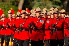 【アールシーエムピー・ヘリテージセンター】RCMPの象徴でもある赤いユニフォーム