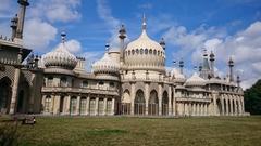 【ロイヤル・パビリオン】エキゾチックなインド建築を模した豪華な宮殿