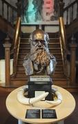 【トーキー博物館】大階段前のダーウィン像