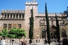 【ラ・ロンハ】15世紀に商品取引所として建てられた