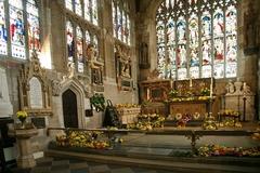 【ホーリー・トリニティ教会】4月23日のシェイクスピア生誕祭には毎年花が飾られる