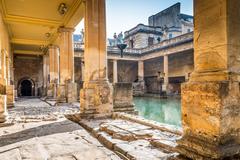 【ローマ浴場跡博物館】回廊に囲まれた大浴場跡