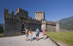 【ベリンツォーナ旧市街にある3つの城、要塞及び城壁】カステル・グランデ