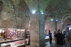 宮殿の地下