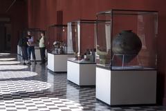 【国立考古学人類学歴史学博物館】中庭に面した回廊にも展示物が