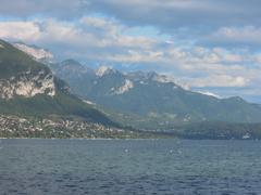 【アヌシー湖】山々の景色も美しい