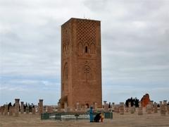 【ハッサンの塔】高さが半分で未完に終わった塔
