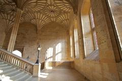 【クライスト・チャーチ】ゴシック建築の特徴あるアーチが美しい天井