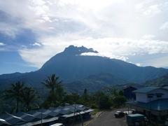 【キナバル国立公園】山に向かう途中では天気がよければキナバル山が見渡せる