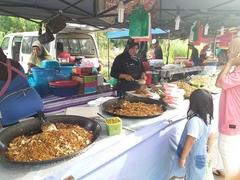 【ナイト・マーケット】ナイトマーケットは料理もたくさん売られている