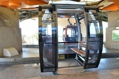 【スカイ・キャブ(ランカウイ・ケーブルカー)】ケーブルカーはガラス張りなので外の景色もよく見える