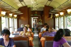 【北ボルネオ鉄道】木造りの列車内
