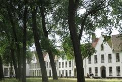 【ベギン会館(旧:ベギン会修道院)】敷地内の様子