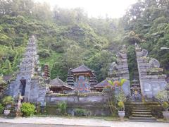 【ウルン・ダヌ・バトゥール寺院】周囲を豊かな自然に囲まれた静かな寺院