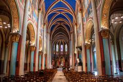 【サン・ジェルマン・デ・プレ教会】教会内は修復されて彩色が蘇った