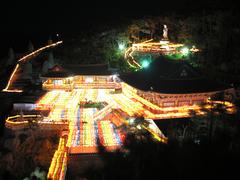 【海東龍宮寺(カイトウリュウグウジ)】祭事にはたくさんの灯篭が飾られる