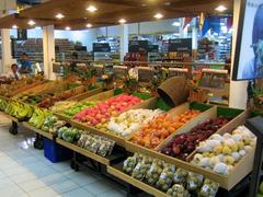 【デルタ・デワタ】南国のフルーツが並ぶ店内