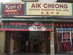 【アイク・チョン】コーヒーカップの看板が目を引く