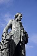 【ロイヤル・マイル】国富論のアダム・スミス像はロイヤル・マイルの中ほどにある