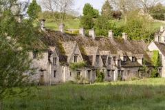 【バイブリー】中世から変わらぬアーリントン・ロウの家並み