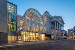 【ロイヤル・オペラ・ハウス】2018年に新装オープンしたオペラハウスとポール・ハムリン・ホール