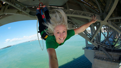 【オークランド・ブリッジ・バンジー】海に向かってジャンプ