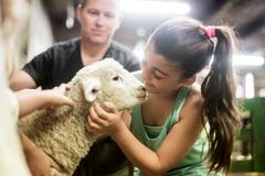 【アグロ・ドーム】ファームツアーでは動物たちと触れ合える