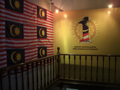 【独立宣言記念館】マレーシアの国旗が並ぶ