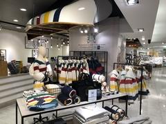 【トロント・イートン・センター】老舗デパート ハドソンズ・ベイのオリジナルブランドはお土産に最適