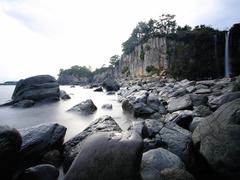 【正房瀑布(セイボウバクフ)】落差の大きい正房瀑布