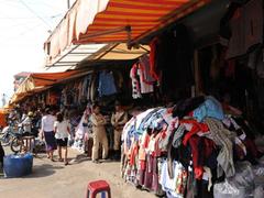 【ロシアン・マーケット】市場にはスリ等も多いため、定期的に警察官が見回りをしている